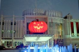 Inflatable pumpkin 26'<br/>Hull Casino